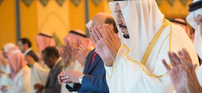 King Salman performs Eid prayers at Makkah Haram