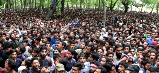 Thousands attend funeral prayers of Hizb militants killed in Khrew, were close associates of Riyaz Naikoo