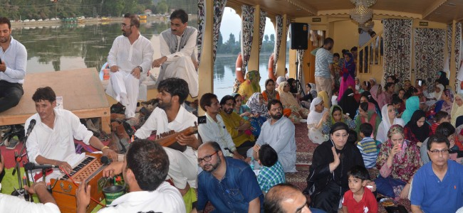 Culture on Cruise: Artists enthral audiences on Dal Lake