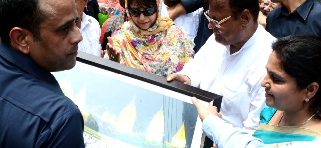 Mehbooba visits Suchetgarh, directs early completion of works to boost border tourism