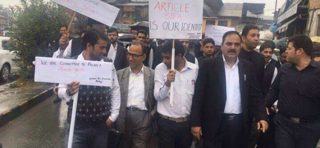 Lawyers on roads in Anantnag for Article 35A