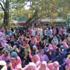Anganwadi employees protest, in Lal chowk, over pay anomaly