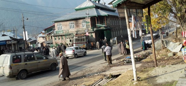 Five people injured as bus rams into Mosque wall in Kangan