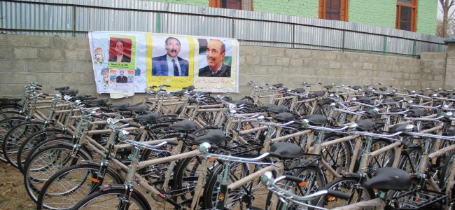 Under Blue Revolution scheme, 65 bicycles distributed among fishermen in Sopore