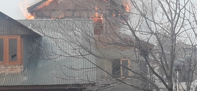 Fire breaks out in Srinagar's Nawakadal
