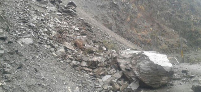 Srinagar-Jammu highway closed due to landslides