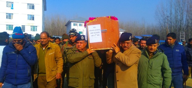 Wreath laying ceremony of policemen held at DPL Sopore