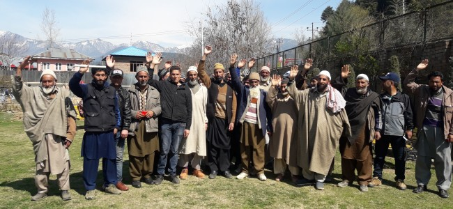 People protest DDC's 'misbehavior' with delegation seeking opening of Machil road