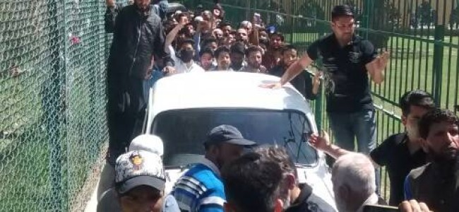 After 8 years of house detention, Geelani at jamia masjid hyderpora