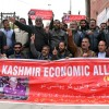 Kashmir traders body holds protest against 'human rights' violations