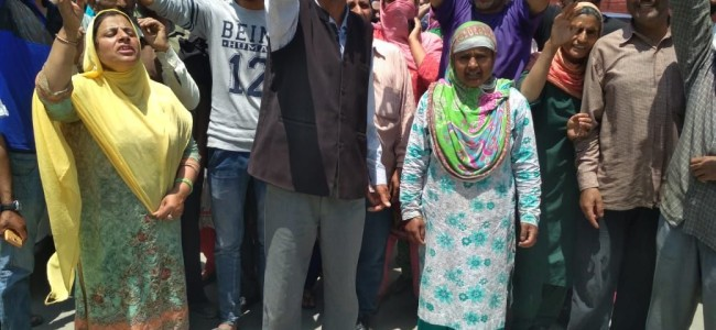 SKIMS house keeping employees protest, demand regularisation, disbursement of withheld salaries at Lal Chowk