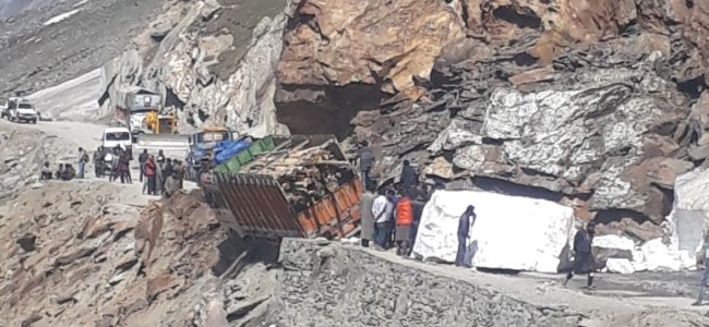 Sgr-Leh highway closed on 3rd consecutive day due to landslide.