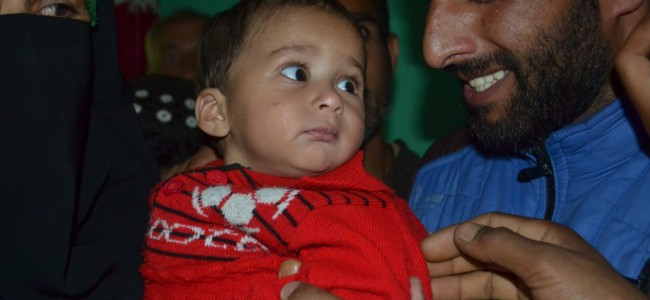 Slain Kupwara militant buried after a mammoth funeral, survived by 11 month old son
