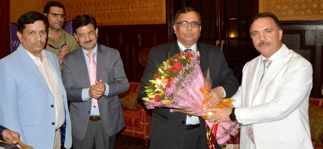 J&K Bank gives warm send-off to its Executive President