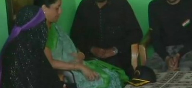 Def Min meets slain Army mans family in Poonch