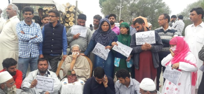 Residents stop SMC from dumping garbage at Achan, protests going on