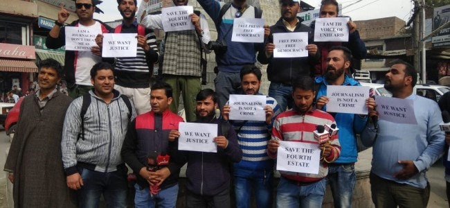 Scribes protest against thrashing of journalist by CRPF