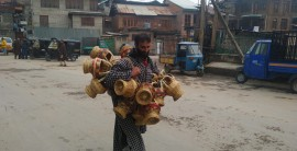 Pic: Kangri selling has picked up as temperature plummets in valley