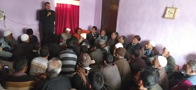 Farooq Shah promises chain of cold stores, nursing school in Tangmarg