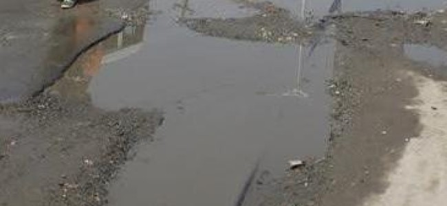 As Srinagar inhabitants crave for proper roads, R&B deptt says frequent rainfall hampering macadamization process