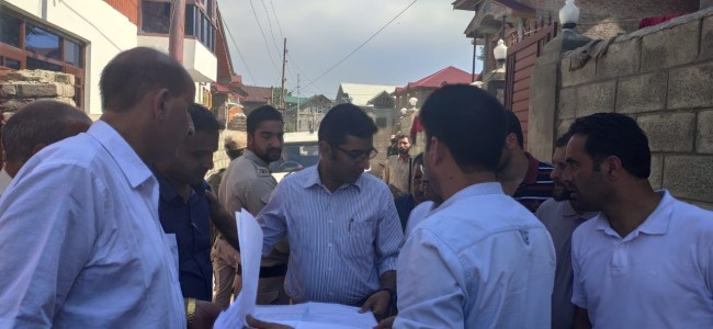DC Srinagar takes firsthand assessment of encroachments made in Khushalsar, Gilsar lakes