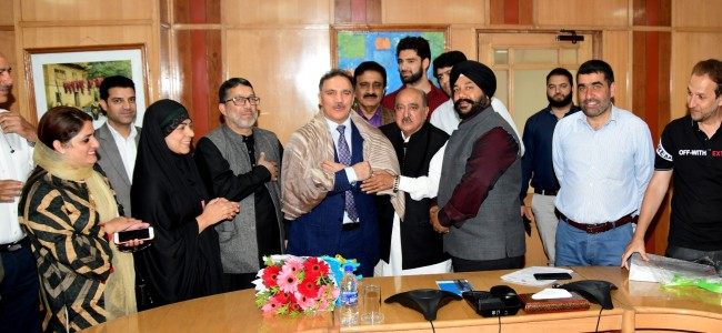 PHD Chamber Kashmir Felicitates Chairman and CEO J&K Bank