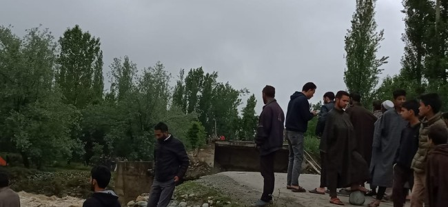 Flash floods cause damages in Tangmarg, wash away Shrai bridge, Farooq Shah appeals for compensation