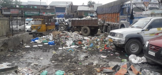 Bus Stand Pulwama turns into garbage dumping yard, officials promise action