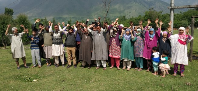 Tral: Lurgam residents protest as PDD fails to fix hanging wires, wooden poles