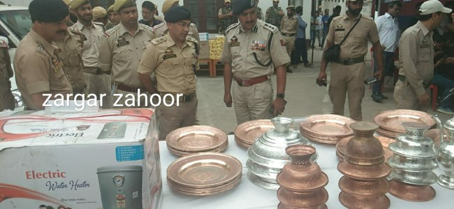 Police bust gang of burglars, five arrested, stolen property worth lakhs of rupees recovered