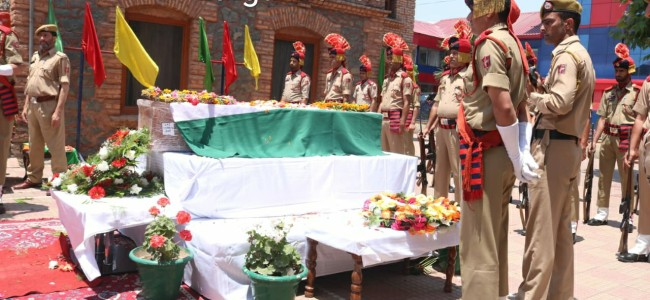 Wreath laying ceremony of cop Arshid Khan held, two minutes silence in DPL Ganderbal