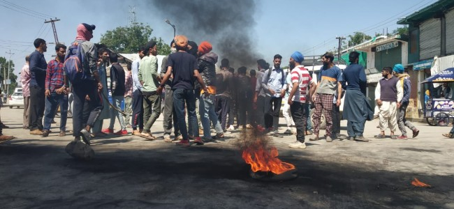 Tral protests beating of Sikh driver by police in New Delhi