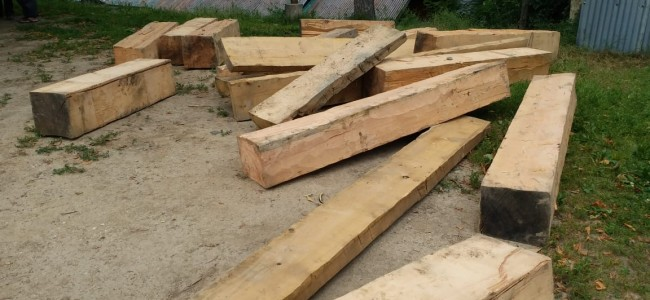 Illicit timber worth lakhs of rupees seized by police in Sopore