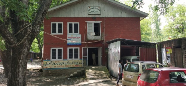 PHC Aripal, Litter in Pulwama face basic facilities crunch, authorities in deep slumber
