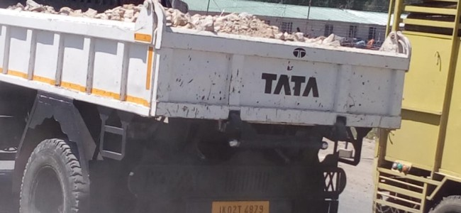 Trucks violate orders to cover materials they carry, officials in deep slumber