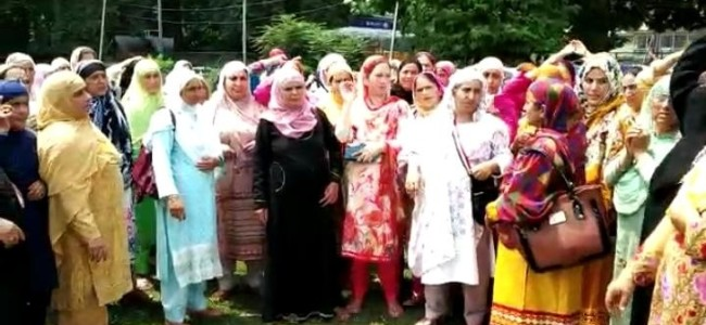 Anganwadi employees protest in Ganderbal, demand revocation of orders attaching salary to village Panchayats