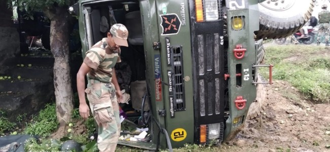 3 soldiers injured as army vehicle turns turtle in Rafiabad Baramulla