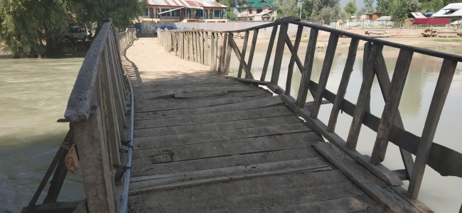 Wooden bridge over Nallah Sindh in Shallabug area a risk to life, residents rue official negligence