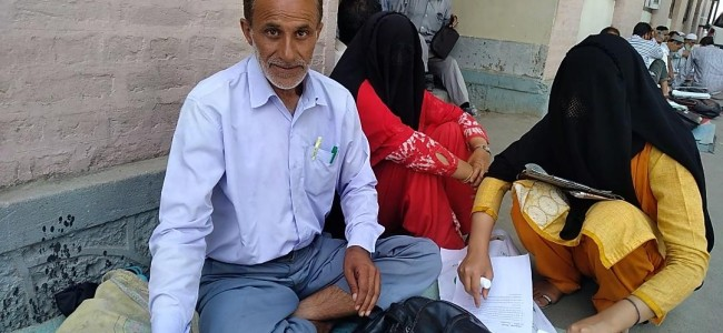 Defied family decision to leave Kashmir in 90's, Manoj lives a lonely life since