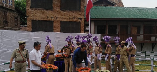 Governor skips official function, advisor Ganie, Div Com Baseer Khan pays tributes to 13 July 1931 martyrs