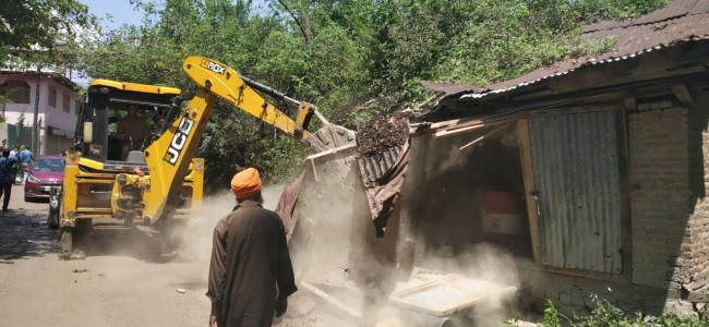 Anti-encroachment drive held in Tral, locals say 'no prior notice' issued