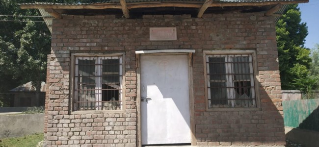 Health Centre Shalabug Ganderbal adds to peoples woes, lacks basic staff, infrastructure