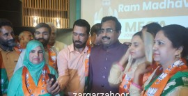 Ram Madhav with BJP supporters in Srinagar