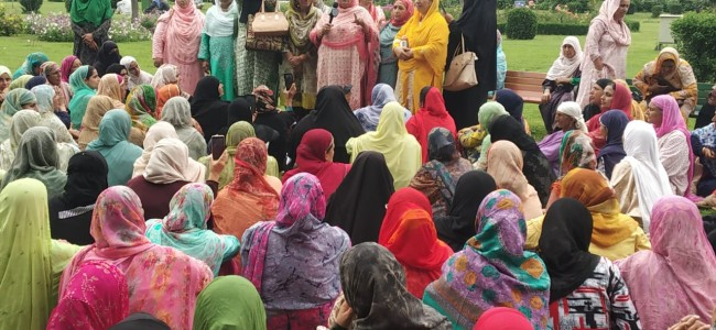 Anganwadi employees protest in Ganderbal, demand revocation of order 'salary after Sarpanch's clearance'