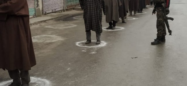 Police regulating social distancing In Bandipora: In Pictures