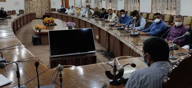 DC Srinagar holds consultations with KCCI, KEA, FCIK and others